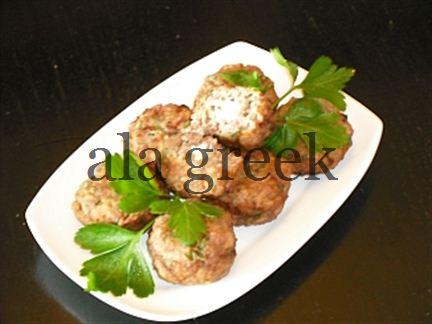 Griechische Keftedakia Mit Feta-Käse-Füllung und Ouzo